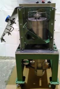 小型ディップスピンコーターのデモ機、側面2。